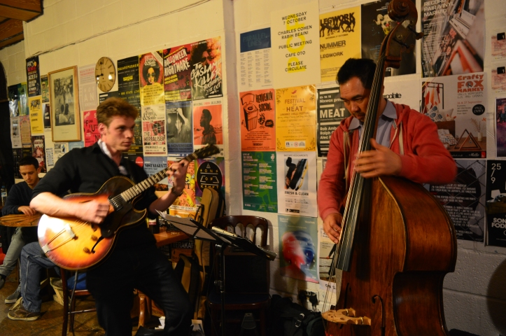 Jazz guitar - double bass.. - Troyganic jazz jam - Jazz jam London - Shoreditch live music - Saturdays night live music in London - Hackney jazz guitar