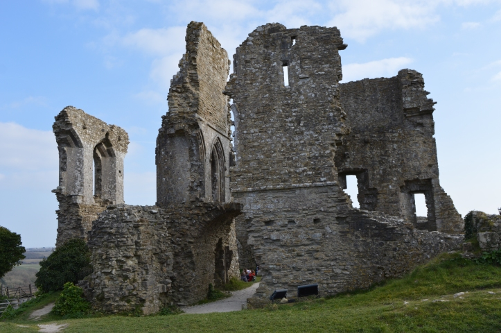 corfe castle - south england - places to visit - traveling in england - england nature - england beaches - traveler tips in england - united kingdom castles